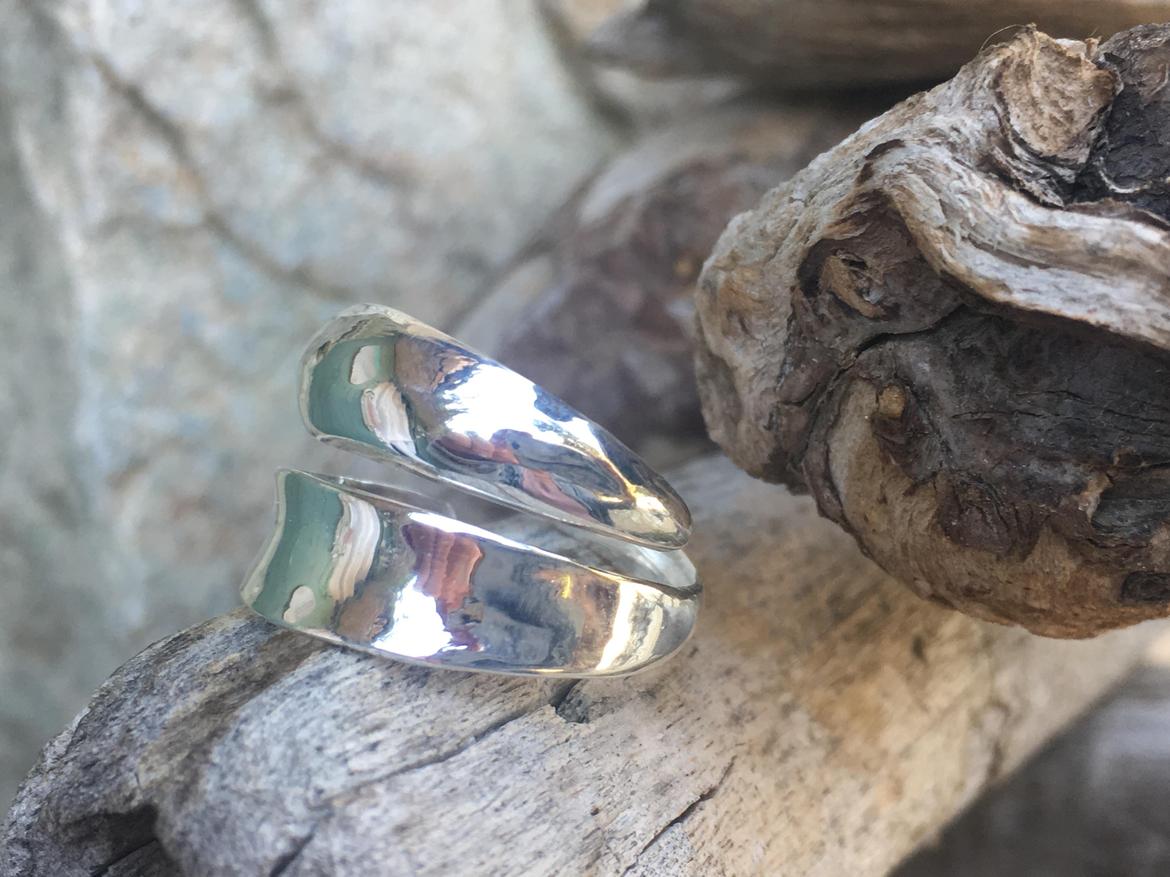 Bague double anneau vierge, réglable.